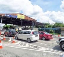 Three-day holiday sees traffic rush at border posts