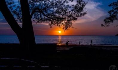 Tanjung Aru beach at sunset. Photo via Save Tanjung Aru Beach Facebook page